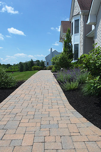 Walkway with Techo-Bloc Elena Paver