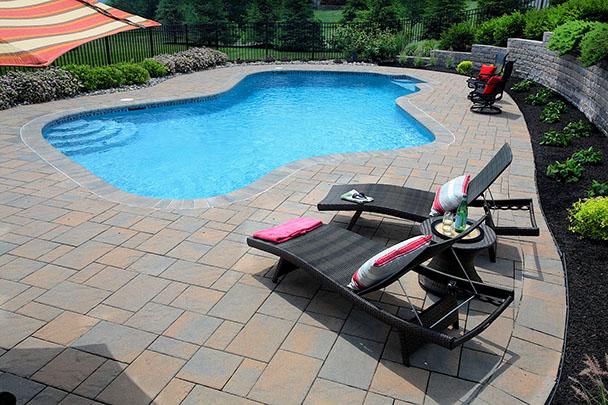 Sun bathing and lounge area on pooldeck.
